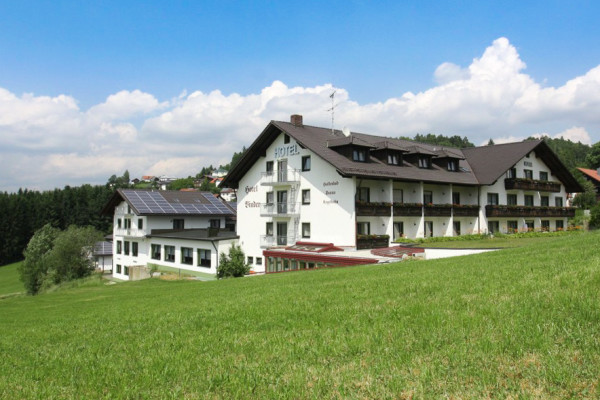 Das Hotel Binder liegt im Bayerischen Wald in der Nähe von Passau.