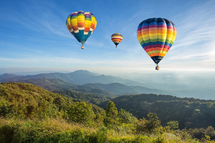 Bei Ballonfahrt über Passau den Ausblick in den Bayerischen Wald vom Heißluftballon aus genießen
