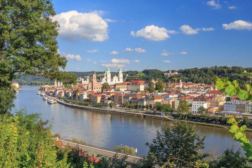Aussichtspunkte in Passau wie die Veste Oberhaus bieten eine Panorama-Aussicht der Dreiflüssestadt