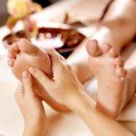 Eine Fußmassage gehört zu jedem Wellness- und Spa-Tag im Bayerischen Wald dazu.