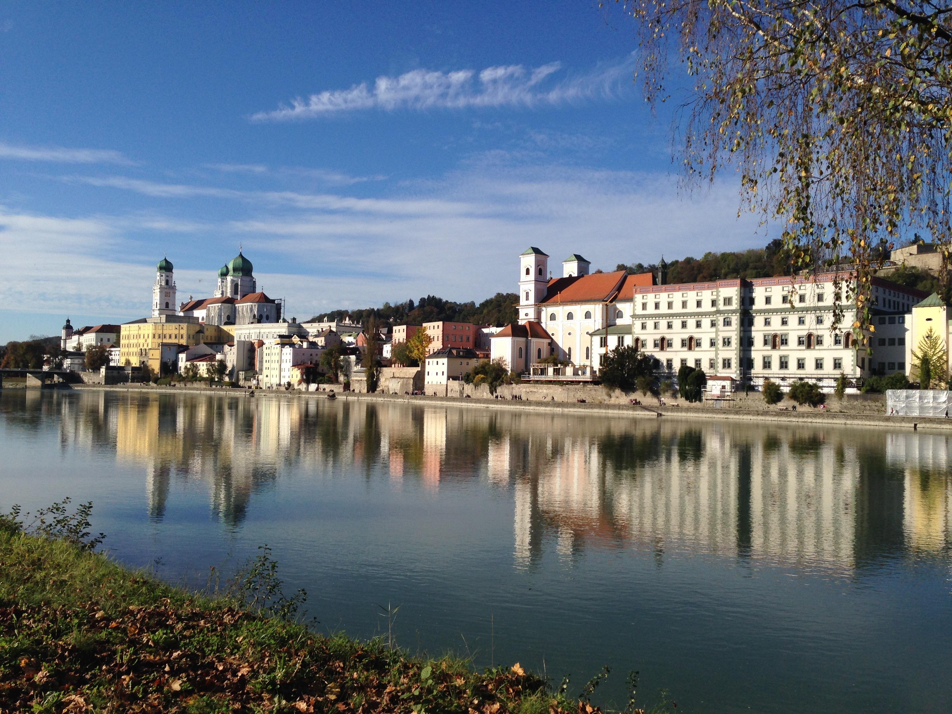 Donauschifffahrt bei Passau mit dem Schiff eine Stadtrundfahrt durch Passau erleben